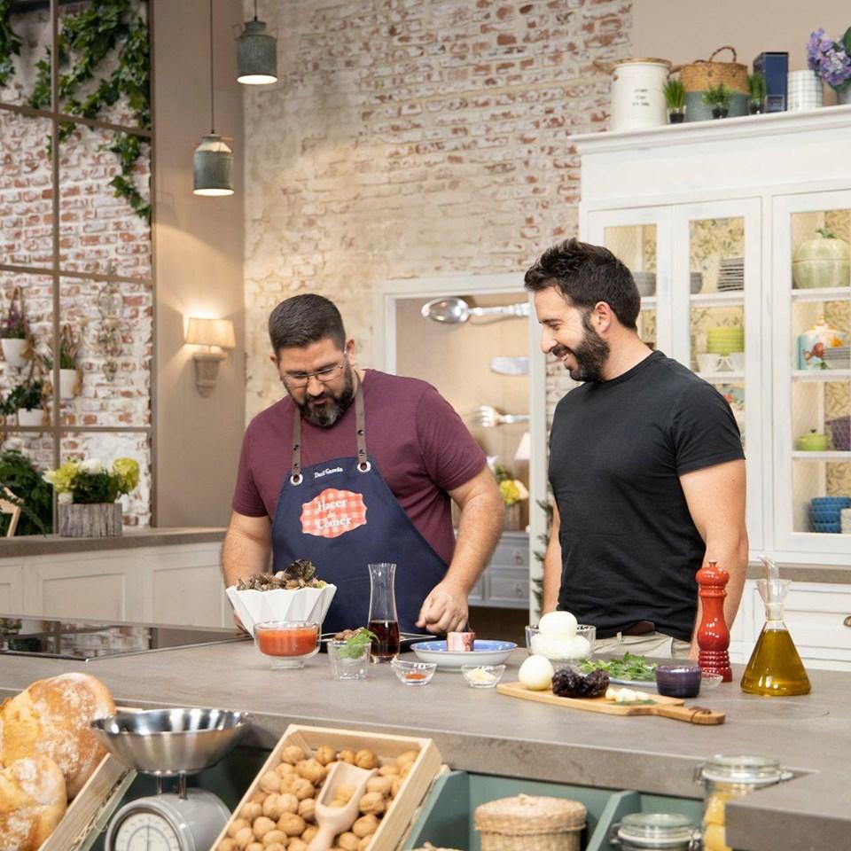 Aparición en Hacer de Comer de TVE1 con el chef Dani García y su receta de Caracoles en salsa.